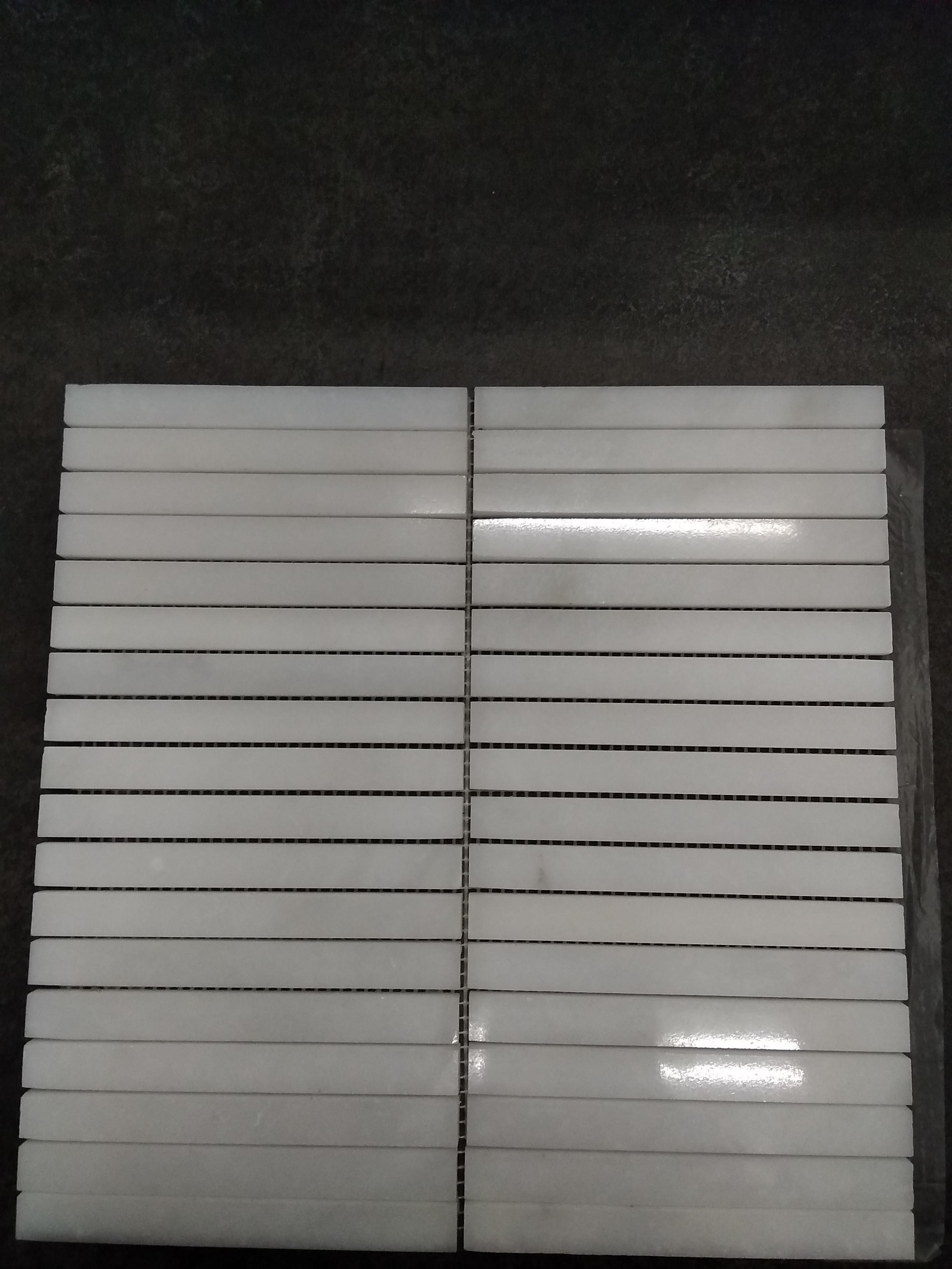 Snow white stripes poli